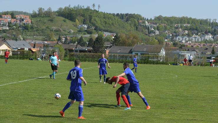 Birmensdorf und Stürmer Nader Kheder (Mitte, rotes Trikot) sind in der 3. Liga gescheitert.