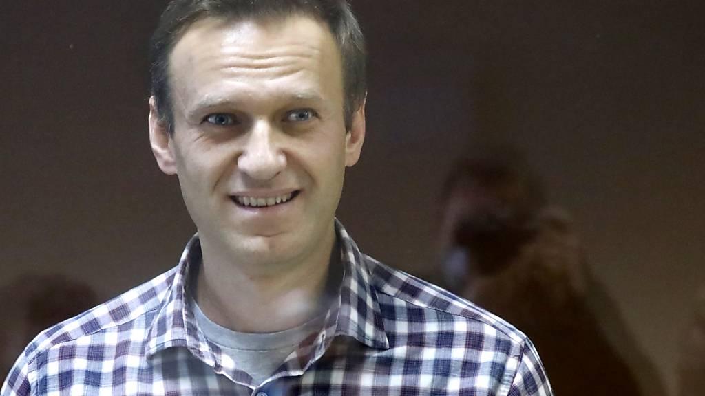 Sechs Jahre nach der Ermordung des russischen Oppositionellen Boris Nemzow hat die nach ihm benannte Stiftung den inhaftierten Kremlgegner Alexej Nawalny für seine Zivilcourage ausgezeichnet. Foto: Alexander Zemlianichenko/AP/dpa