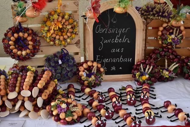 Zwiebeln für jeden Geschmack - als Deko und natürlich für die Küche - am Stand von Annina Tschumi aus Oensingen.