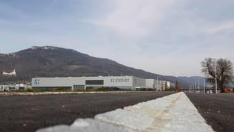 Die Erschliessungsstrasse ist bereit für den Swiss-Nutrivalor-Bau, der neben der Firma Stebler zu stehen kommen wird.