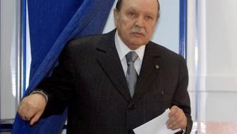 Algeriens Präsident Abdelaziz Bouteflika gibt seine Stimme ab