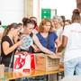 Zum ersten Mal veranstaltet die Coop-Tochter Betty Bossi einen Lagerverkauf. Am Eröffnungstag am 21. August 2018 herrscht Grossandrang in der Vianco Arena in Brunegg AG.