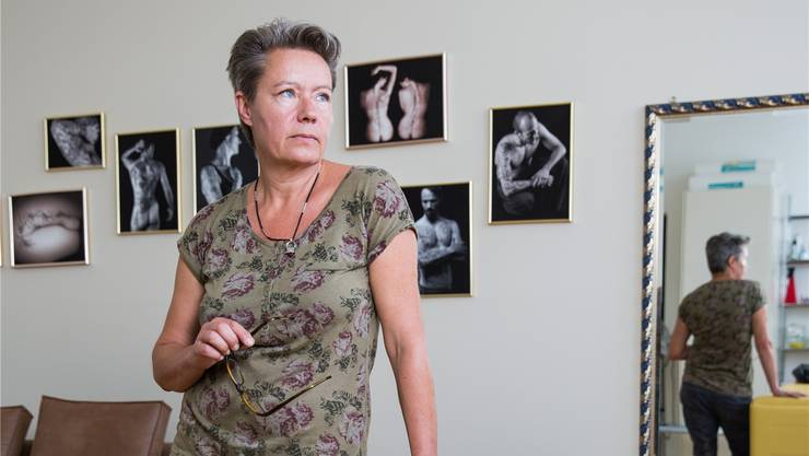 Ist Tätowiererin und Fotografin: Verena Keller in ihrem Studio in Oberentfelden.