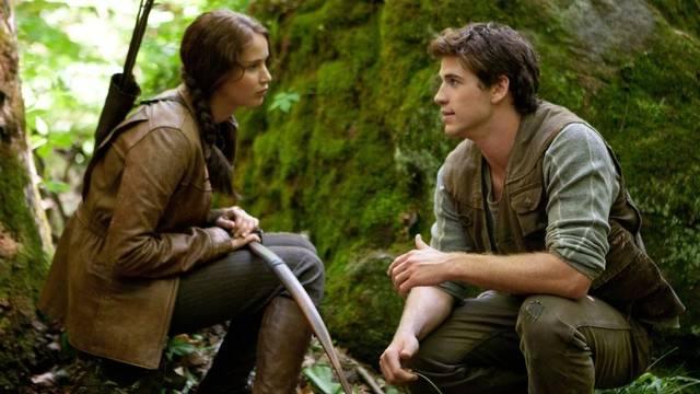 "Szene aus dem Favoriten-Film ""Hunger Games"": Jennifer Lawrence als Katniss Everdeen (l.), und Liam Hemsworth als Gale Hawthorne"