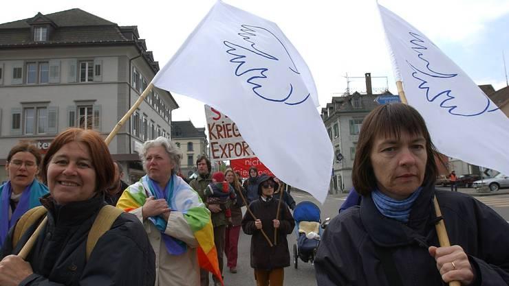 Die traditionellen Ostermärsche fallen dieses Jahr der Coronakrise zum Opfer – im Bild ein Ostermarsch zwischen Kreuzlingen und Konstanz 2003.