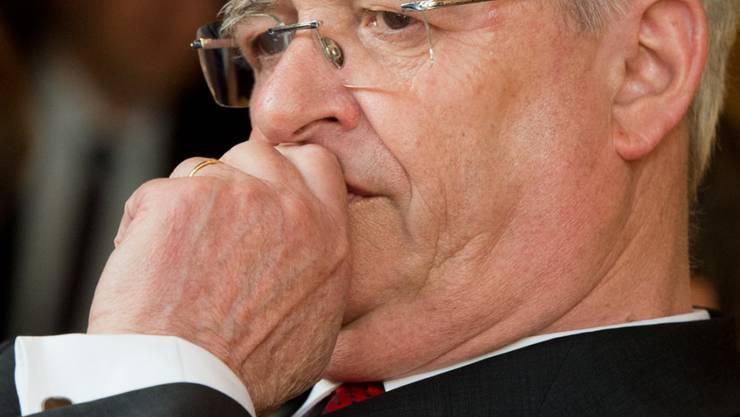 Die Braunschweiger Staatsanwaltschaft hat bei ihren Ermittlungen zur Dieselaffäre weitere Beschäftigte von Volkswagen wegen schweren Betrugs angeklagt. Bereits vor Gericht verantworten wird sich der einstige Volkswagen-Konzernchef Martin Winterkorn. (Archivbild)