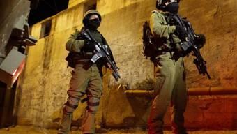 Israelische Soldaten patrouillieren in Hebron im Westjordanland.