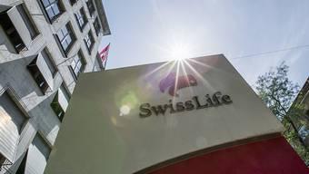Der Lebensversicherer Swiss Life hat im ersten Halbjahr sein Gebühren- und Vorsorgegeschäft ausgebaut. (Archiv)