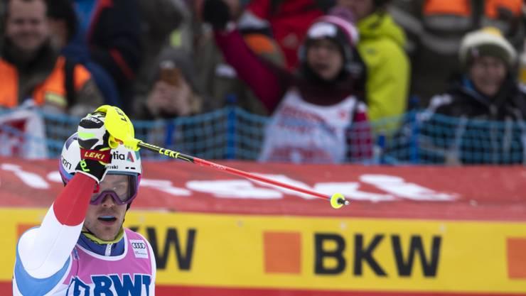 Daniel Yule jubelt nach seinem gelungenen zweiten Lauf im Slalom in Wengen