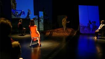 Fülle an Interviews mit und Geschichten über Frauen: Das neue Stück von Anina Jendreyko im Roxy. ZVG/ Matthias Wäckerlin