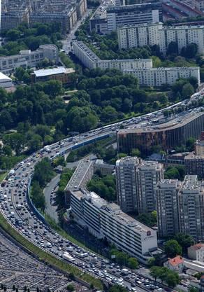 Der Stau zwischen Lyon und Paris im Februar 1980 gilt als inoffizieller Europarekord. Auf einer Länge von 160 Kilometern stehen die Autos still. Ursache: Das Ende der Winterferien und schlechtes Wetter. (Symbolbild).