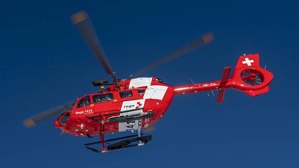 Die Rega hat einen im Kanton Uri verletzten Motorradfahrer ins Spital geflogen. (Symbolaufnahme)