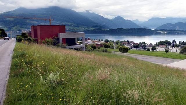 Die Zersiedelung in der Schweiz nimmt zu - Ein Bild aus dem luzernischen Meggen (Symbolbild, Archiv)