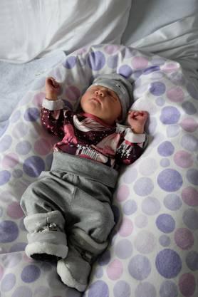 49 Zentimeter gross  und 3215Gramm schwer: So kam Elin Joy Keller in Schlieren zur Welt.