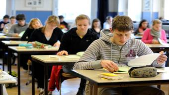 Aufnahmetests an die Kantonsschule: Mit ausserschulischen Kursen kann man sich darauf vorbereiten – das können sich aber nicht alle Familien leisten.