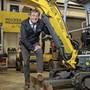 Corona-Not macht erfinderisch: Benjamin Wasinger, Geschäftsleiter des Bauzulieferers Wacker Neuson Schweiz, im Betrieb in Birr.