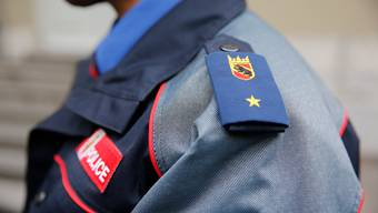 Die Kantonspolizei Bern konnte den bewaffneten Täter bisher nicht dingfest machen. (Symbolbild)