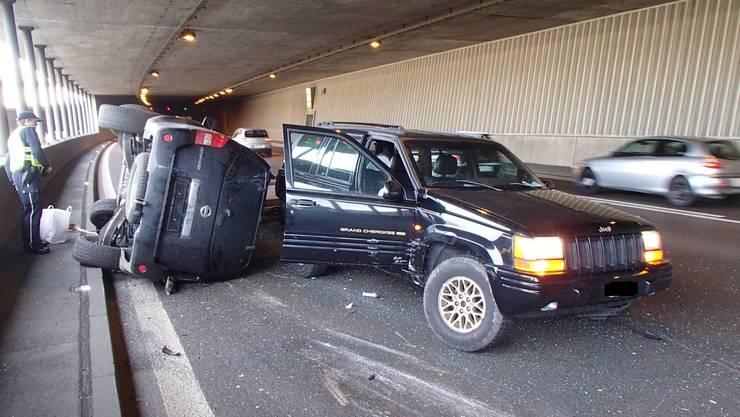 Der geladene Jeep kam verkehrt zum Stillstand.