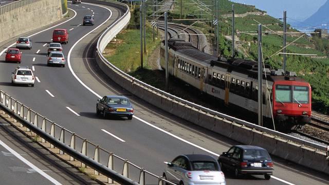 Der Strassenverkehr ist die grösste Emissionsquelle von Luftschadstoffen. (Themenbild)