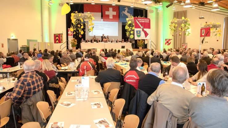 Über 320 Delegierte und Gäste wohnten der 16. Delegiertenversammlung in Bellach bei.
