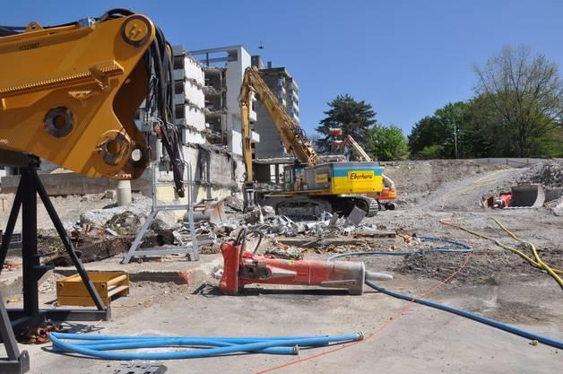 Für den Abbruch der Gebäude braucht es schweres Gerät
