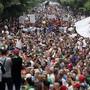 Die Demonstranten in Algerien forderten den Rücktritt von Armeechef Ahmed Gaïd Salah. Zudem verlangen sie vor Wahlen demokratische Reformen sowie ein Ende des seit Jahrzehnten bestehenden Machtapparats.