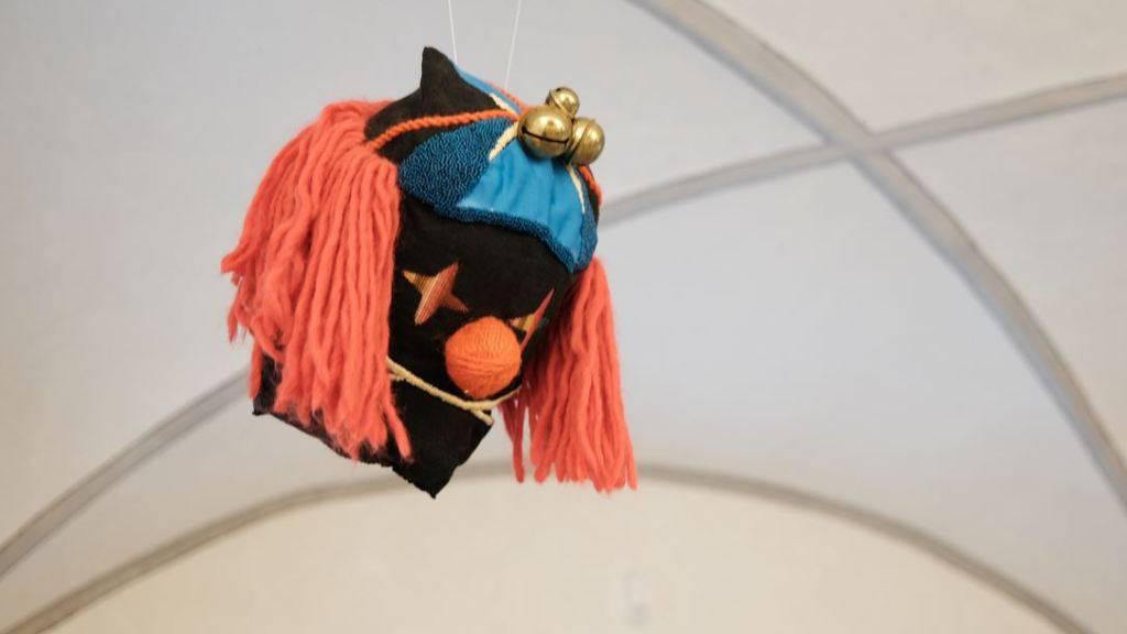 Eine Maske von Nathalie Bissig, die im Nidwaldner Museum zu sehen ist.