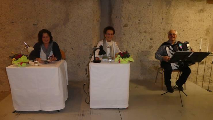 Susanne Stranieri und Edith Nielsen Saad-Moor mit Gedichten und Geschichten, Giuseppe Rondinelli am Akkordeon