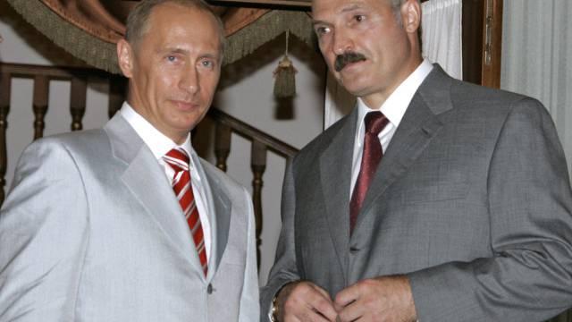 Wladimir Putin (l) und Alexander Lukaschenko