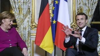 Die deutsche Bundeskanzlerin Angela Merkel (links) und der französische Präsident Emmanuel Macron in Paris:  Deutschland und Frankreich wollen die Zusammenarbeit vertiefen.