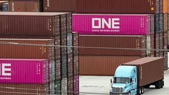 Die Schweizer Exporte habe im Juli 2019 nicht an den starken Vormonat anknüpfen können und sind geschrumpft. Insbesondere die Ausfuhren in die USA gingen zurück. (Archiv)