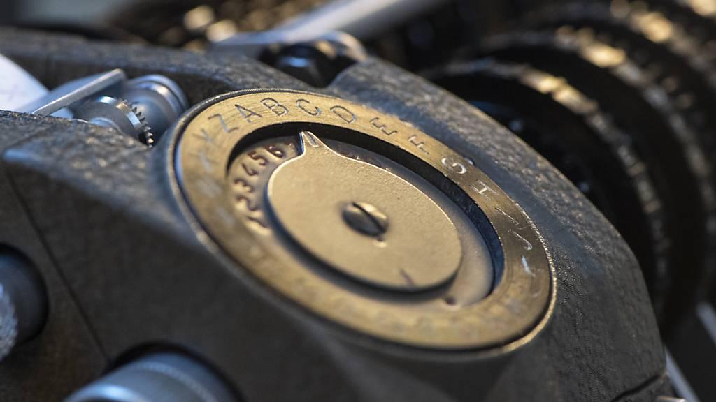 CIA und BND haben mit Geräten der Zuger Crypto AG andere Staaten ausspioniert. Mehdi Atmani hat seine Recherchen dazu bereits 2019 veröffentlicht und damit den Titel Swiss Press Journalist of the Year erhalten. (Symbolbild)