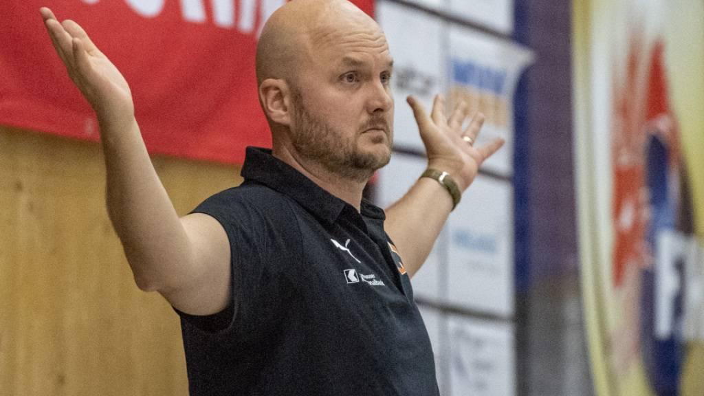 Kann mit seinem Team weiterhin nicht spielen: Kadetten-Trainer Aoalsteinn Eyjolfsson ist weiterhin zu Untätigkeit verdonnert