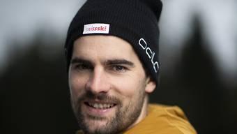 Mario Dolder vom Schweizer Biathlon Team posiert für ein Portrait.
