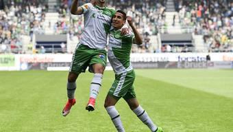 Albian Ajeti und Doppeltorschütze Yannis Tafer (rechts) nach dem 4:1-Sieg gegen GC