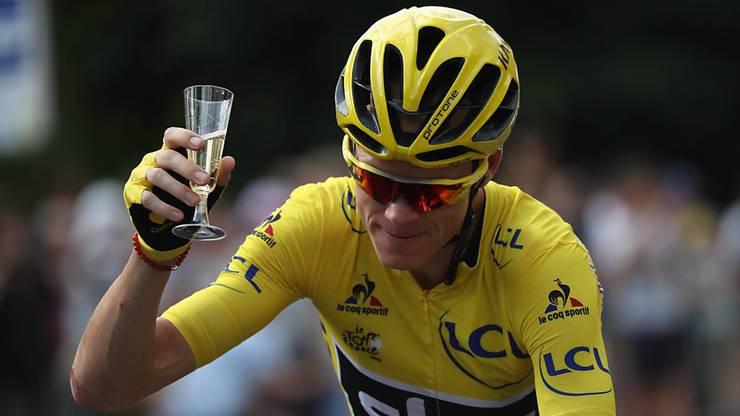 Da konnte er sich noch feiern lassen und Champagner trinken: Chris Froome als Tour-de-France-Gesamtsieger.