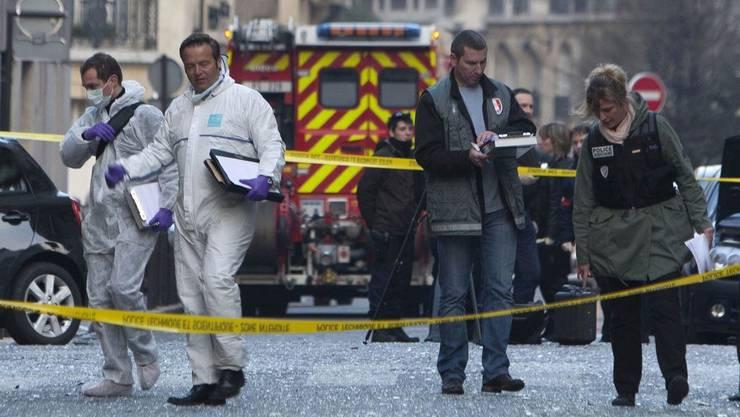 Vor der indonesischen Botschaft in Paris ist ein Sprensatz explodiert.