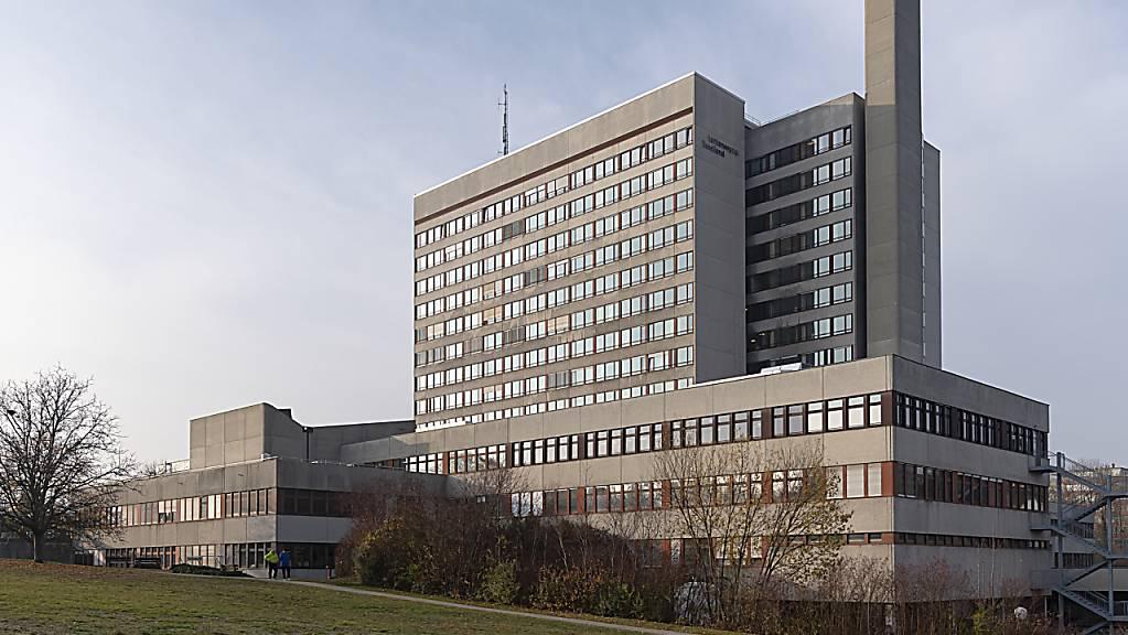 Ein 54-jähriger Mann ist an den Folgen des Coronavirus am Mittwoch im Baselbieter Bruderholzspital gestorben.