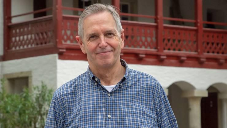 Hinter Douglas Bostock liegt Schloss Lenzburg – und eine Ära als Chefdirigent des Argovia Philharmonic. HO