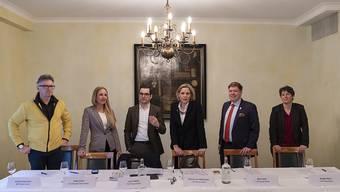 Auftakt zur Reise nach Jerusalem: So liesse sich das Bild der gestrigen Medienkonferenz deuten. Hubert Ackermann (BDP), Katja Christ (GLP), Luca Urgese (FDP), Patricia von Falkenstein (LDP), Balz Herter (CVP) und Brigitte Gysin (EVP) wollen zwei Sitze im Nationalrat und jenen im Ständerat erobern.