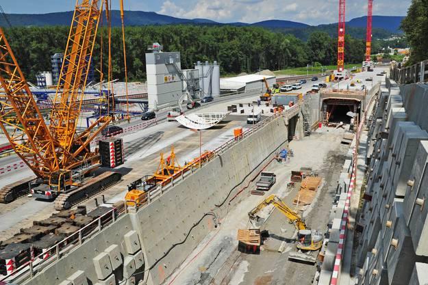 Baustelle Wöschnau zwischen Aarau und Schönenwerd. In diese Baugrube kommt die Tunnelbohrmaschine zu liegen.