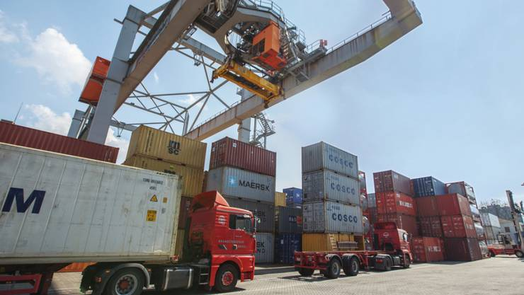 Geholfen hat der Schweizer Wirtschaft primär die gute Entwicklung in den wichtigsten Exportmärkten. Im Bild: Rheinhafen in Basel.