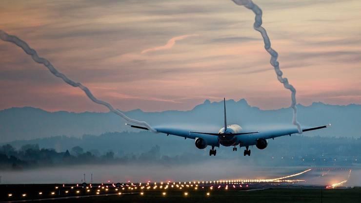 Mit den Schnellabrollwegen können die Flugzeuge die Pisten schneller verlassen. Damit wird der Abstand zwischen den Flugzeugen vergrössert und das Kollisionsrisiko sinkt. (Symbolbild)