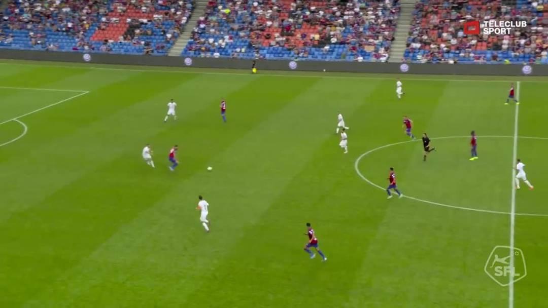 Super League, 2019/20, 4. Runde, FC Basel - Servette FC, 69. Minute: Schuss von Samuele Campo.