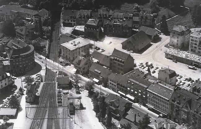 Walter Strauss leitete ab 1964 die Kleiderfabrik in Baden (Gebäude in der Bildmitte mit vier Lukarnen, Aufnahme von 1958).