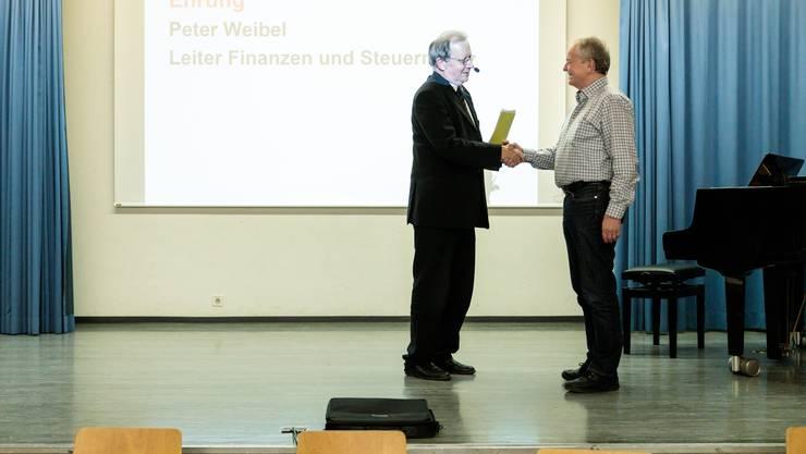 Kuno Tschumi verabschiedet Finanzverwalter Peter Weibel