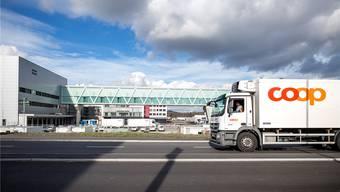 Das neue Verteilzentrum in Schafisheim ist eröffnet, doch die Auslieferung der Waren läuft noch nicht nach Plan. Archiv/Sandra Ardizzone