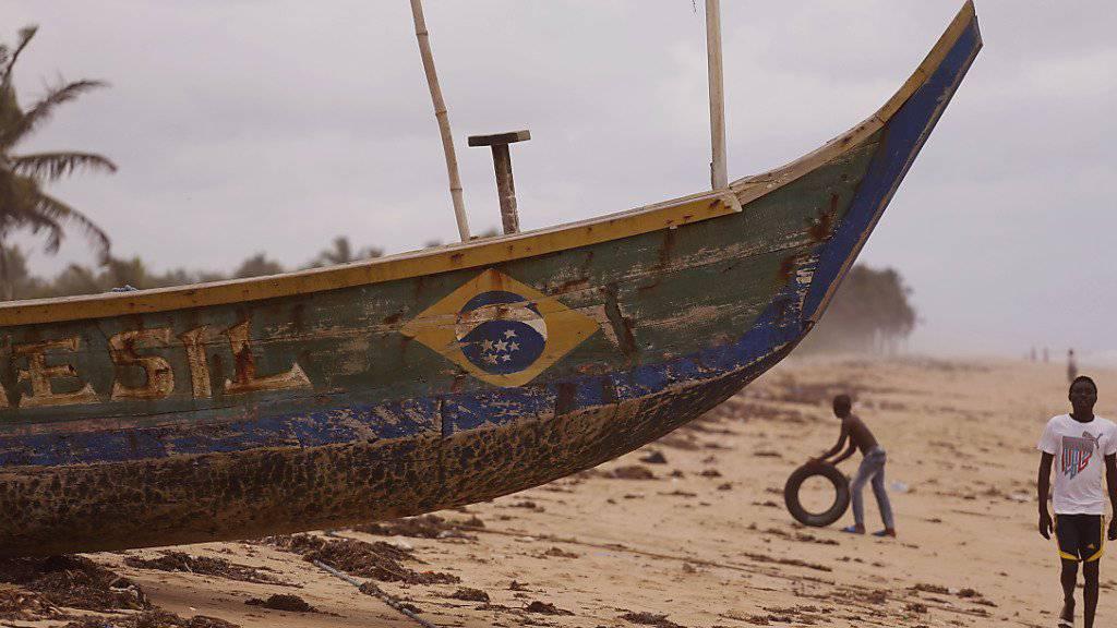 Grand-Bassam in der Elfenbeinküste ist wegen seines Strandes ein auch bei Europäern beliebter Ferienort (in einer Aufnahme vom Oktober 2015).