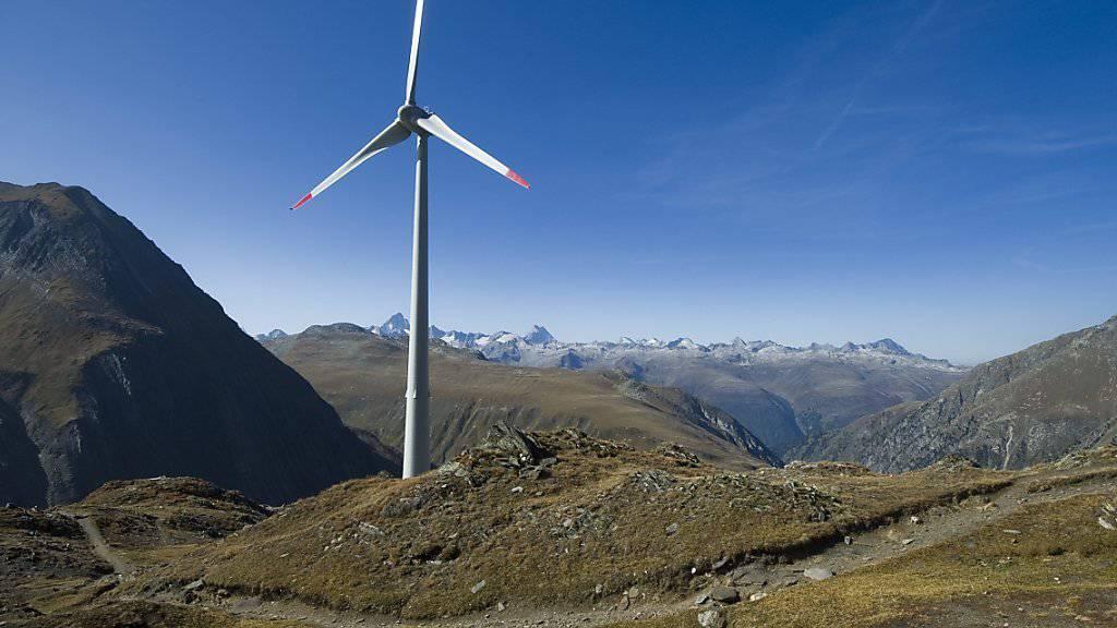 In der Schweiz hat es vor allem in den Alpen genug Wind für Windkraftanlagen. Im Bild das höchste Windrad der Schweiz auf 2465 Meter über Meer beim Nufenenpass.