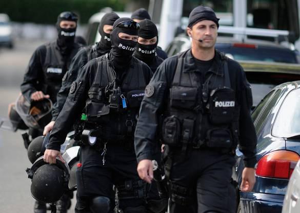 Der Polizeieinsatz 2010: Die Sondereinheit Enzian jagt Kneubühl. Doch er entwischt.